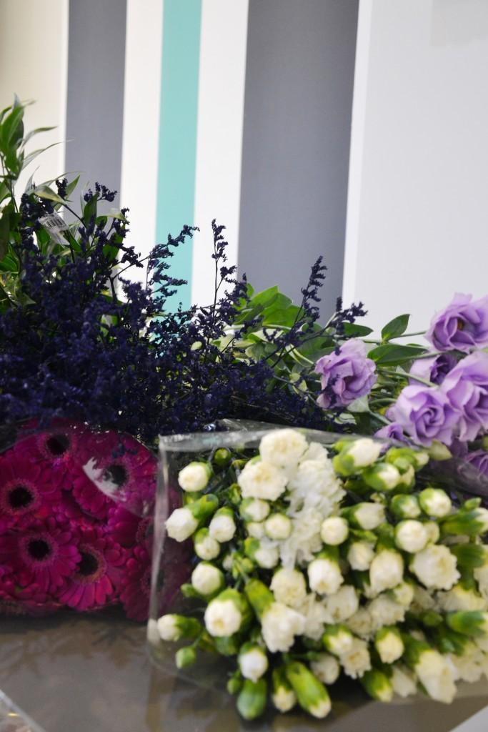 Kwiaty: róże, goździki, gerbery, eustoma, ruskus
